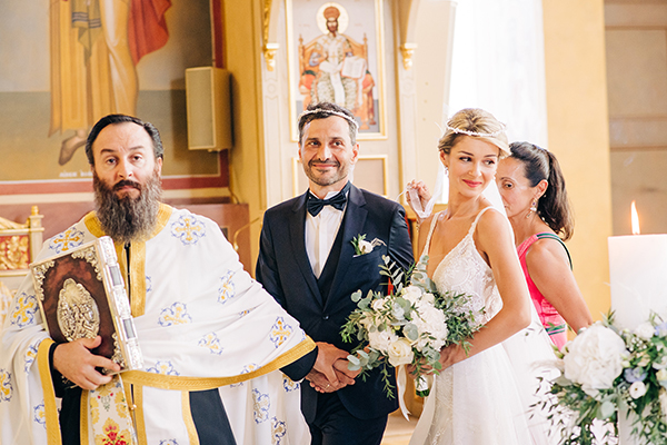 gorgeous-summer-wedding-athens-white-blooms-lush-greenery_24
