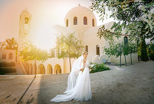 gorgeous-summer-wedding-athens-white-blooms-lush-greenery_27